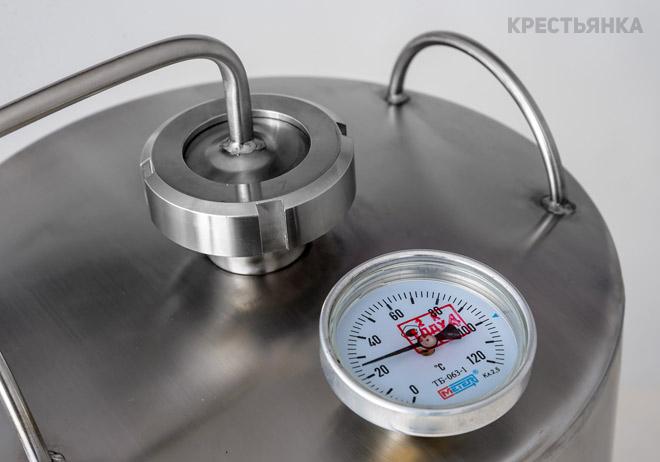 Крестьянка с биметаллическим термометром